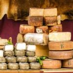 ヤギのチーズ「シェーブルチーズ」の特徴とは?味や臭いは!?